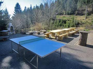 Terrasse mit Tischtennisplatte
