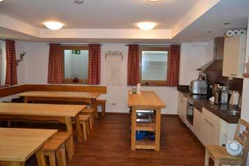 Speise- und Aufenthaltsraum mit offener Küche