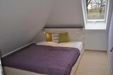 Schlafzimmer 2 mit Doppelbett im DG