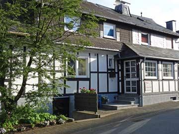 Liebevoll renoviertes Fachwerk-Ferienhaus in Olsberg mit Schwedenofen