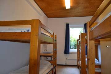 6-Bett-Zimmer mit fl. Wasser und Schrank
