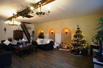 Weihnachtlich geschmücktes Wohnzimmer