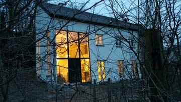 große Fensterfronten am Ferienhaus