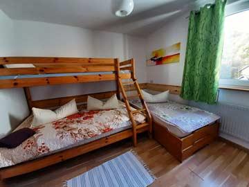 das 2-3-Bett-Zimmer im Seitenflügel