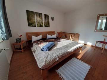 das 2-Bett-Zimmer im Haupthaus