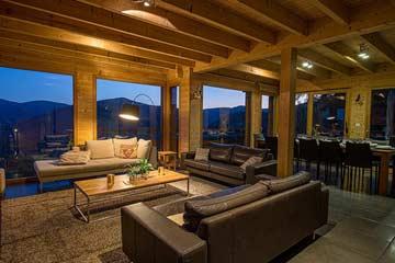 Wohn-/ Esszimmer mit Panoramafensterfront