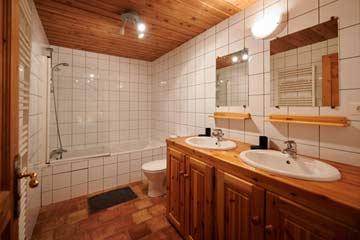 Badezimmer von Schlafzimmer 4, EG