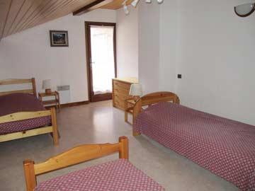 3-Bett-Zimmer im OG
