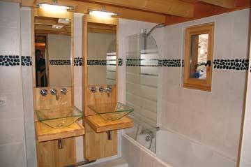eines der schönsten Badezimmer im Programm ...