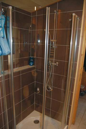 Dusche im oberen Bad