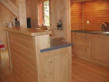 Küche im alpenländischen Stil