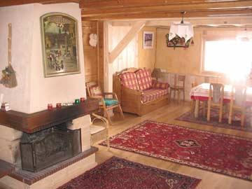 Chalet Morillon - schöner Wohnraum (noch mit altem Kamin)