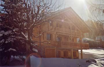 Chalet in der Wintersonne