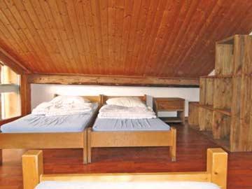 Blick in die Schlafzimmer: das andere 4-Bett-Zimmer mit 4 Einzelbetten, jeweils paarweise zusammenstellbar