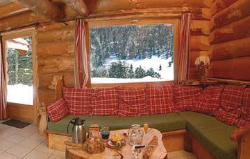 Sitzecke mit Aussicht auf die Winterlandschaft