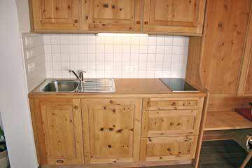Ferienhaus Seiser Alm - Küchenzeile im Speise- und Aufenthaltsraum