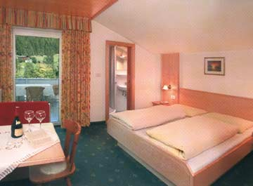 Ferienhaus für Familiengruppen in Luttach - die Zimmer im OG haben Hotelstandard