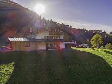 Ferienhaus im Gegenlicht