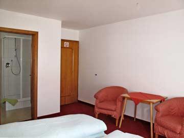 Schlafzimmer (alle mit eig. DU/WC)