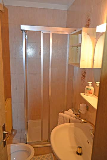 Beispiel Duschbäder in den Zimmern