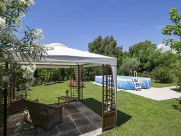 Pavillon und Pool