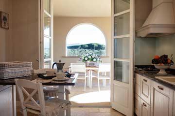 Blick zur Veranda in der Küche