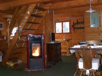 Gemütliche Hüttenstube mit Schwedenofen & Esstisch