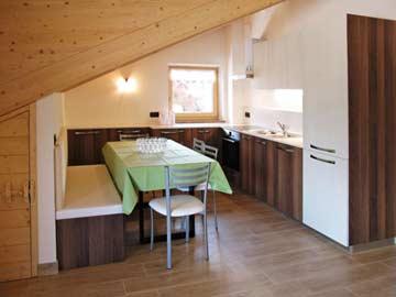 Hausteil 2: offene Küche im Speise- und Aufenthaltsraum
