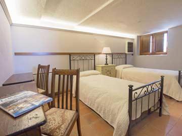 Schlafzimmer 1 - 2-Bett-Zimmer im UG