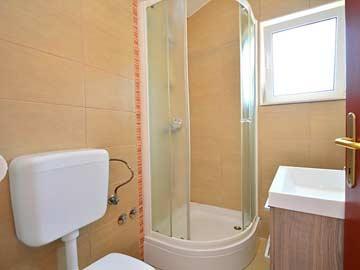 3. Badezimmer mit Dusche und WC