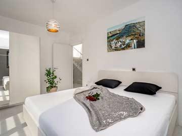 Schlafzimmer 1 - Doppelbett mit DU/ WC