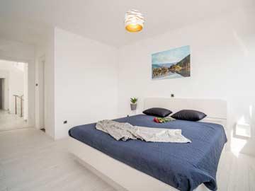 Schlafzimmer 2 - Doppelbett mit DU/ WC