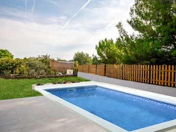 Pool mit Innentreppe und Hydromassage