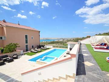 Ferienhaus Pag mit Pool nur 130 m zum Meer