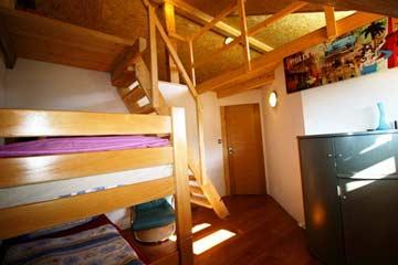 2-Bett-Zimmer mit Zugang zur Schlafgalerie für 7 Personen