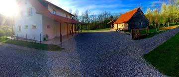Gruppenhaus mit Nebengebäude
