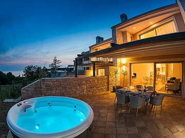 Ferienhaus mit Kamin und Whirlpool nur 100 m zum Strand