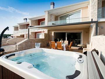 Whirlpool für 4 Personen auf der Terrasse