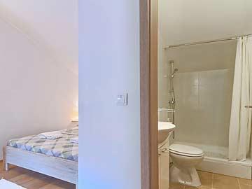 Schlafzimmer mit eigener DU/WC im OG