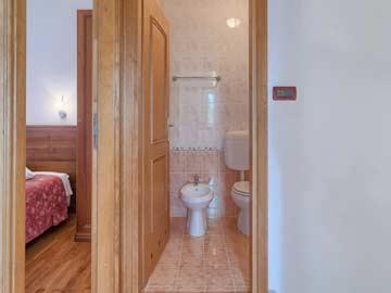 Badezimmer neben Schlafzimmer