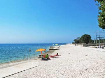 Strand am nahen Mittelmeer