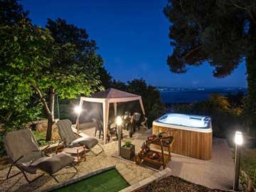 Terrasse und Whirlpool mit Meerblick