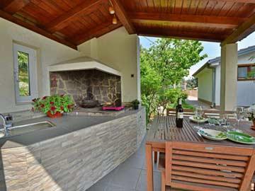 Terrassensitzplatz mit Grill