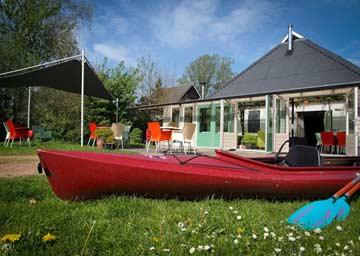 Gruppenhaus Dokkumer Nieuwe Zijlen direkt am Wasser