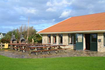 große Terrasse am Gruppenhaus auf Texel