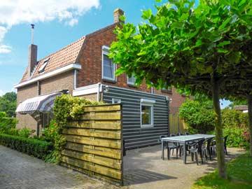 Ferienhaus in Vrouwenpolder mit Kamin an der Nordsee
