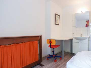Schlafzimmer mit fl. Wasser und Zusatzbett
