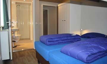Weiteres Schlafzimmer mit eigenem Badezimmer