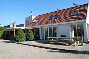 Komfortables Ferienhaus mit 9 Schlafzimmer in Vrouwenpolder