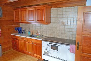 die Küche mit Holzherd